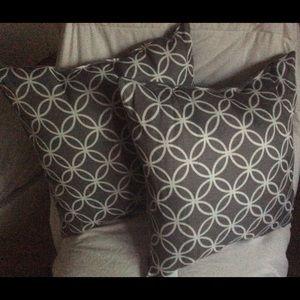 2 Grey and White Throw Pillows   NWOT